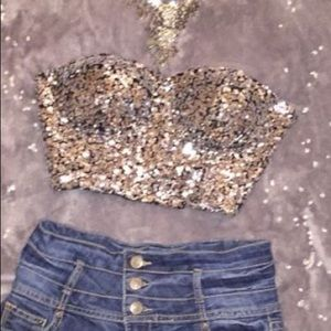 Shimmering strapless crop top!